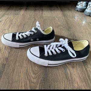 Converse low top black sneaker shoes